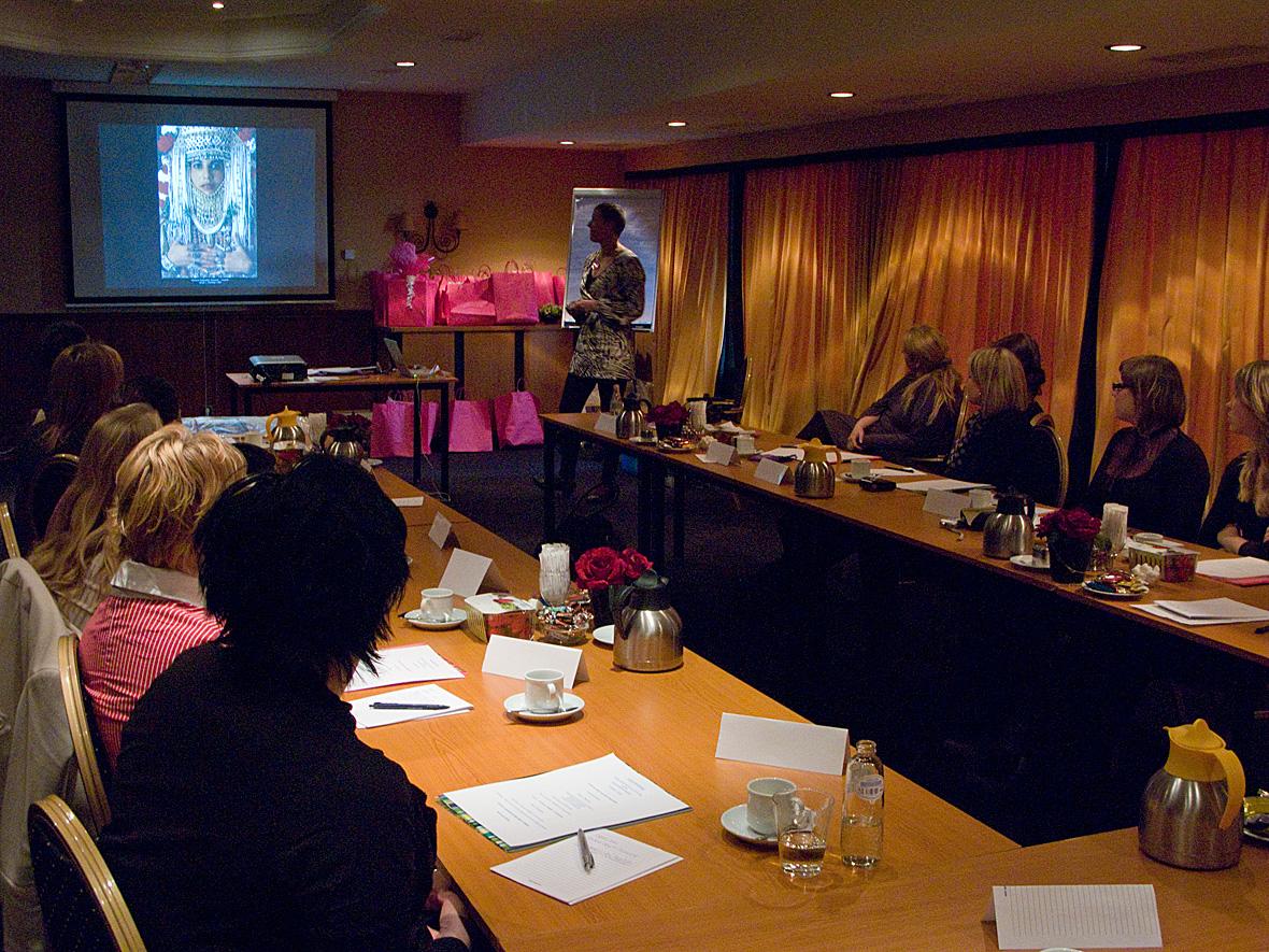 Diapresentatie tijdens kleurenworkshop voor Weddingplanners International